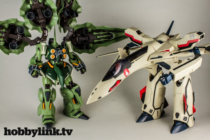 1-60 Macross Plus Transformable YF-19 with Fast Pack-1
