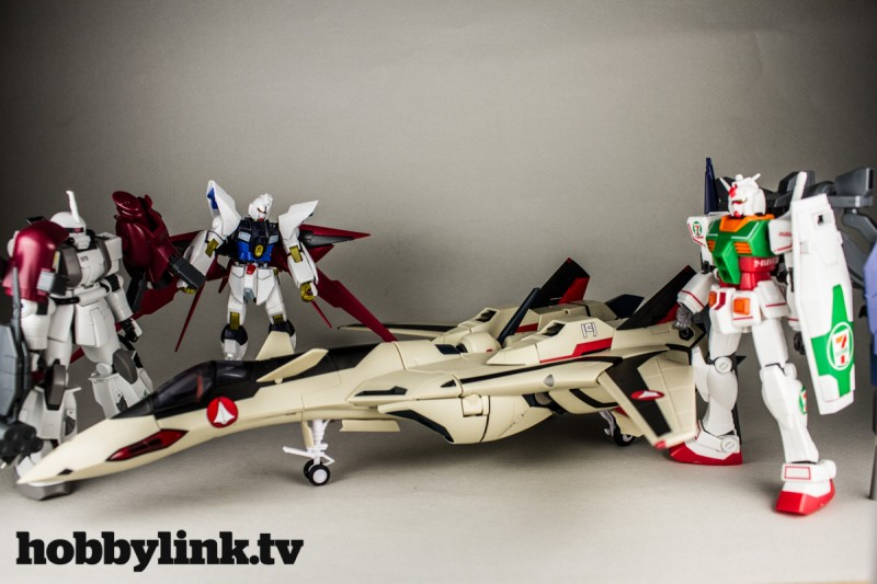 1-60 Macross Plus Transformable YF-19 with Fast Pack-2