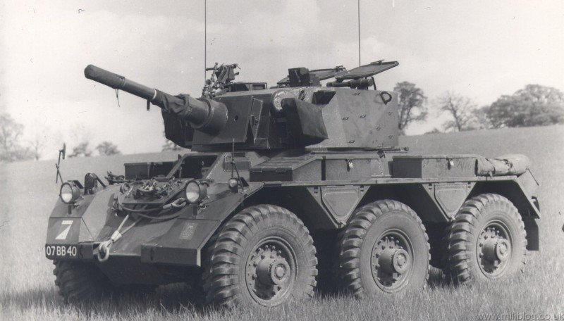 alvis-saladin-armoured-car-07-bb-40