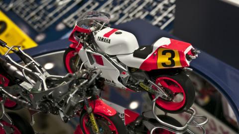 1-12-Yamaha-YZR500-(0W98)-1988-WGP500-Champion