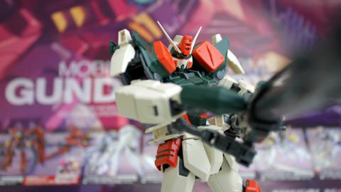1100-MG-Buster-Gundam-by-Bandai-03