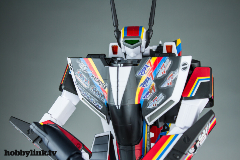 VF-1J Valkyrie Macross 30th Anniversary Paint Transformable-2